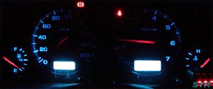 車のメーターパネルの照明が切れる