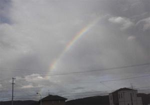 墓参りで虹を見る