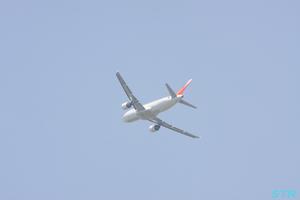 高松空港から飛び立つ飛行機2
