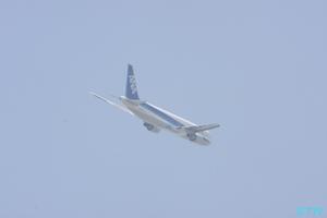 高松空港から飛び立つ飛行機3