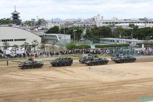 戦車の行進