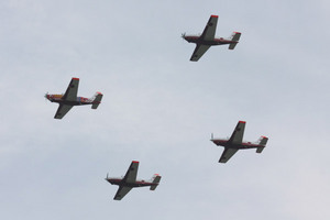 オープニング飛行のT-7