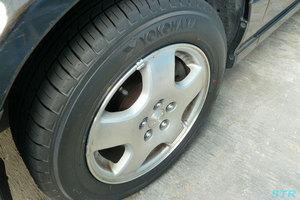 車のタイヤを履き替え