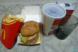 マクドナルドのハンバーガーでコークグラスをもらう