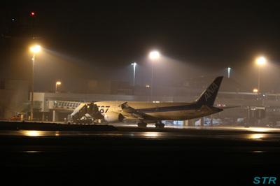 ボーイング787 高松空港へ緊急着陸