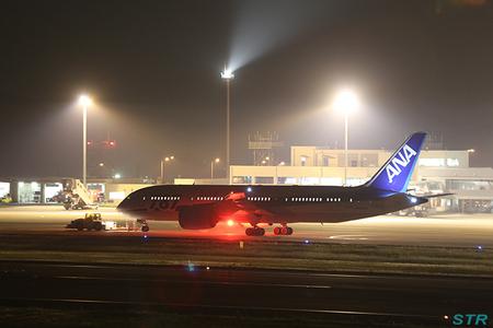 高松空港でボーイング787を見送ってきた