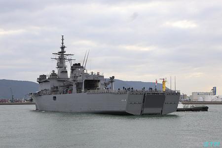 海上自衛隊掃海母艦ぶんごの入港を見る