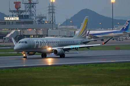 高松空港でフジドリームエアラインズの機体を見る