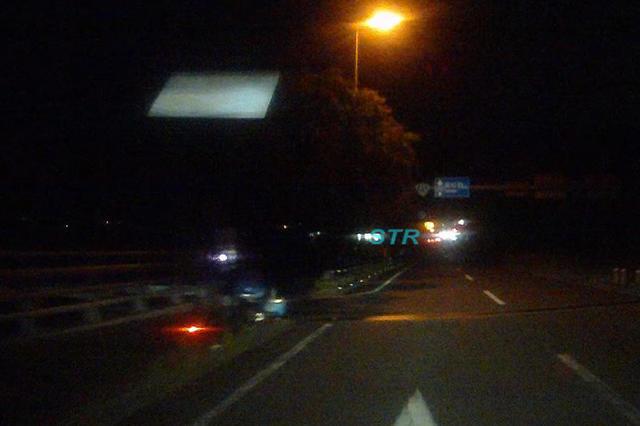 国道11号 坂出市西庄高架橋付近で可搬式オービスによる速度取締り