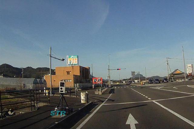 丸亀市綾歌町岡田 国道32号線で可搬式オービスによる速度取締り