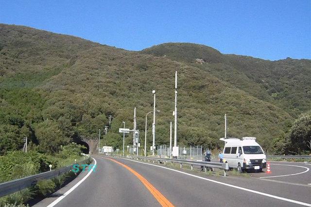 坂出市青海町 県道161号さぬき浜街道下り車線 五色台トンネル付近での可搬式オービスによる取締り