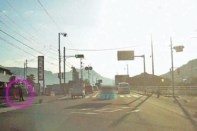 坂出市西庄町 県道33号線 八十場駅前交差点での交差点監視