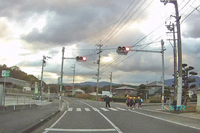 三豊市山本町大野 県道226号線 山本小学校前での交差点監視